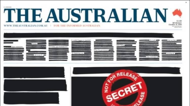 """La Une de """"The Australian"""" était caviardée lundi matin, comme toutes celles de la presse nationale australienne, en signe de protestation contre le recul de la liberté de la presse."""