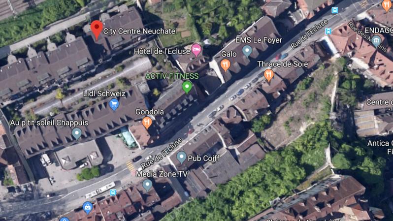 L'accident s'est produit devant City Centre, à Neuchâtel.