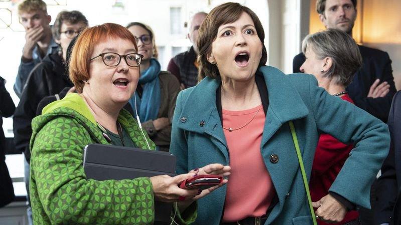 La présidente des Verts suisses Regula Rytz (à droite) réagit aux résultats des élections fédérales. Sa formation progresse de manière notable.