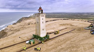 Danemark: un phare de 700 tonnes déplacé pour éviter qu'il ne s'effondre dans la mer