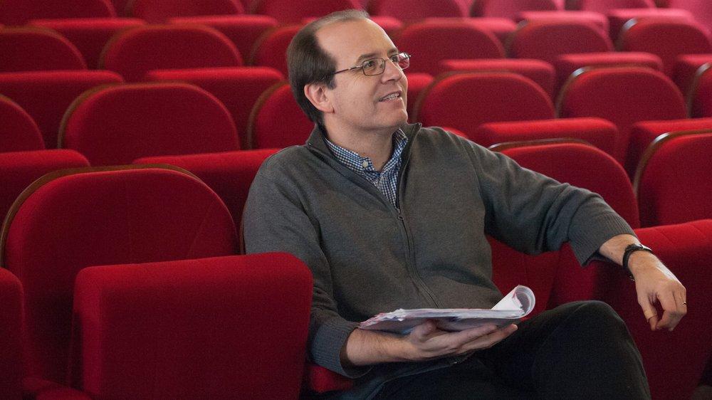 Depuis de nombreuses années, le metteur en scène et chef d'orchestre Yves Senn initie de jeunes Neuchâtelois à l'art lyrique.