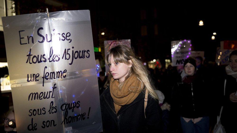 Photo prise le 24 novembre 2018 à Neuchâtel, lors d'une manifestation nocturne contre les violences faites aux femmes et le harcèlement.