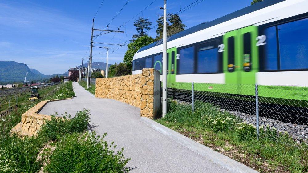 Un train au passage de Peseux.