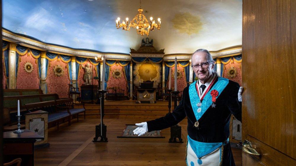 Michel Cugnet ouvre les portes de sa loge à La Chaux-de-Fonds.