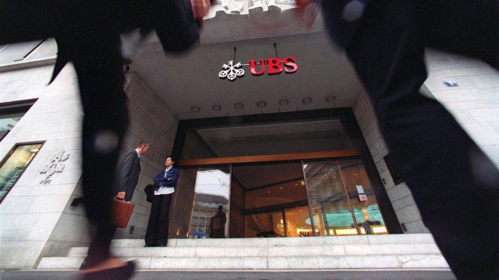 UBS avait expliqué, en août dernier, qu'elle introduirait de tels prélèvements sur certains comptes.