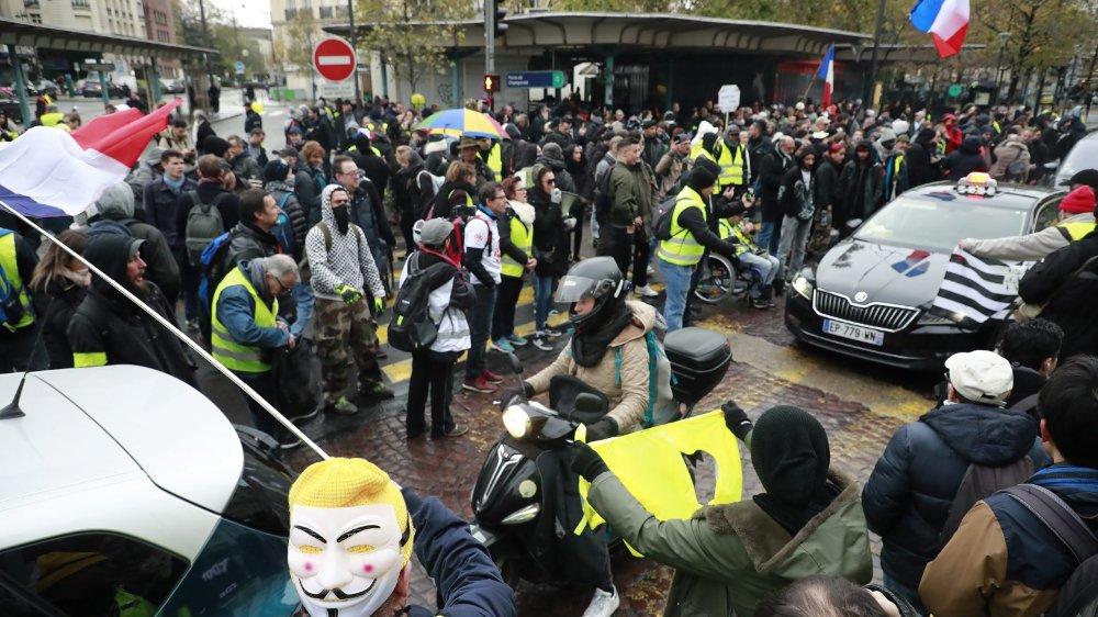 Des milliers de personnes ont manifesté à Paris, samedi, et de nombreux heurts ont éclaté.