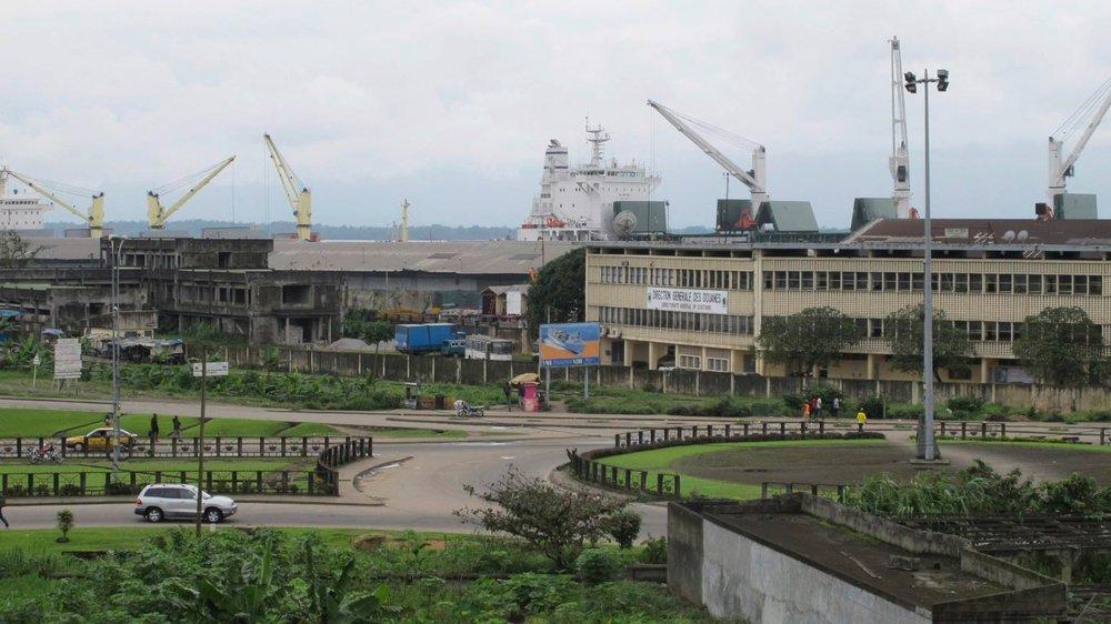 Le port de Douala, qui assure 95% du trafic du Cameroun et l'essentiel de ceux du Tchad et de Centrafrique, suscite bien des convoitises...
