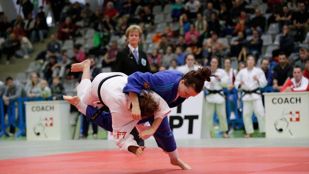 Larissa Csatari (en bleu) et ses coéquipières n'ont pas réussi à conserver leur titre national.