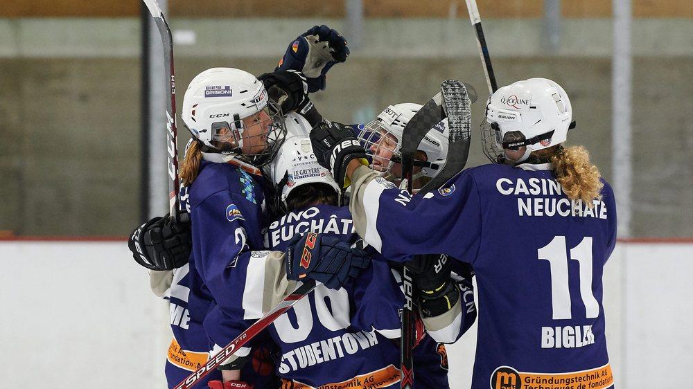 Les joueuses de la Neuchâtel Hockey Academy jubilent après un but: que de chemin parcouru par les hockeyeuses neuchâteloises.