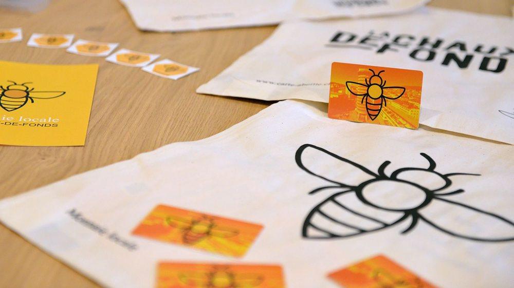 Pour recharger la carte ou acquérir une nouvelle carte, rendez-vous dans les points qui l'acceptent, listés sur www.carte-abeille.ch