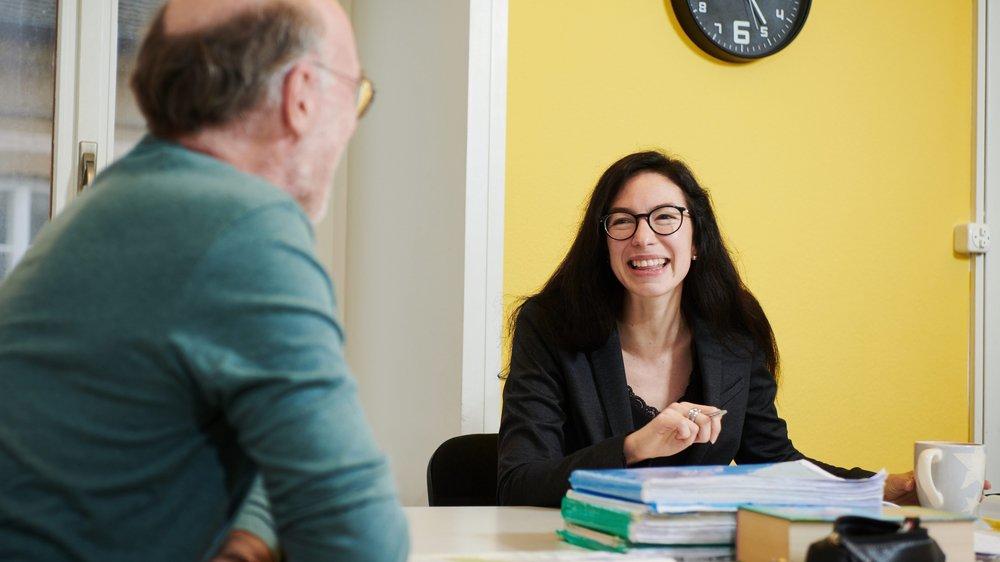 Tous les matins, Céline Vara suit trois heures de cours intensif d'allemand, avec son prof Roland Treier, pour se préparer à entrer en fonction à Berne.
