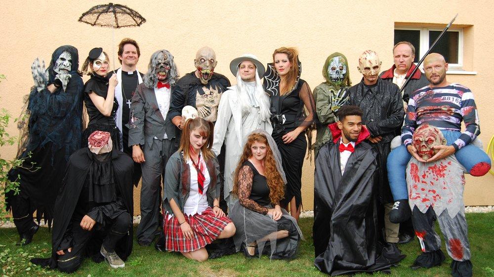 La troupe de La Décharge, version zombies et autres monstres.