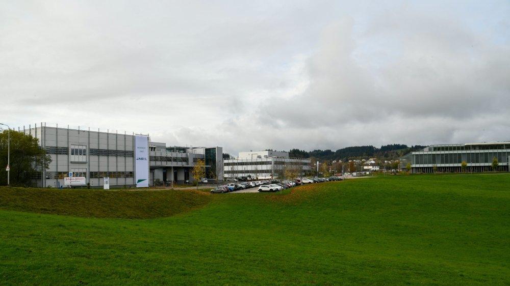 Le développement de zones d'activités économiques aux Saignoles (photo) et au Col-des-Roches est réjouissant, mais les autorités locloises restent très préoccupées.