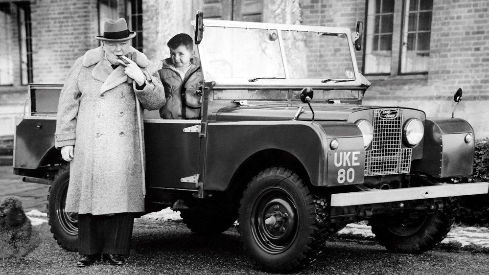 Sur ce photomontage réalisé pour le spectacle, on voit le jeune Philippe Cohen à côté de Winston Churchill. Tout un programme...