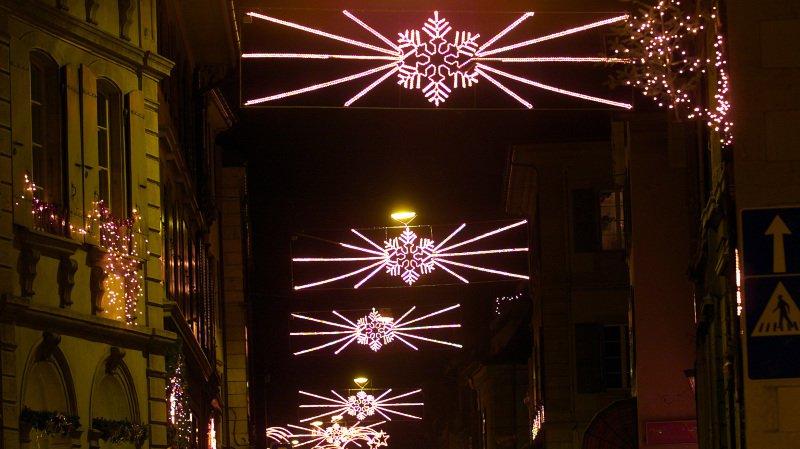 La rue Haute, à Colombier, sera éclairée par les illuminations et des chandelles allumées par les commerçants.