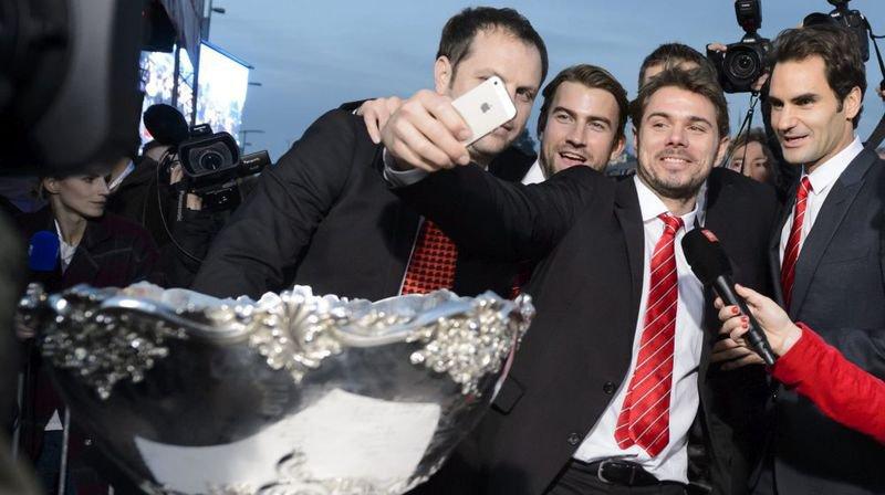 En 2014, les héros de Lille sont rentrés et ont présenté ce fameux Saladier d'argent au public accouru en masse à Lausanne. Ils étaient, en effet, plus de 10 000 pour faire la fête à Stan Wawrinka, Roger Federer, Severin Lüthi, Michael Lammer et Marco Chiudinelli.
