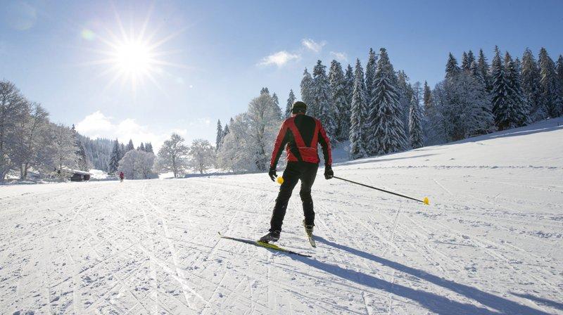 En mal de neige, les fondeurs se ruent à La Vue-des-Alpes