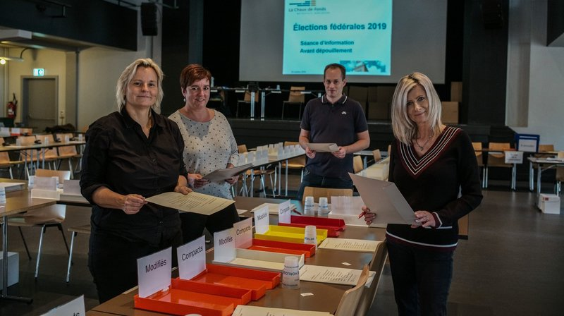Le bug informatique des élections fribourgeoises intéresse Neuchâtel