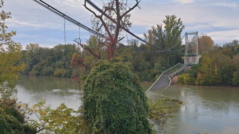 France: un pont s'effondre au nord de Toulouse, un camion et une voiture tombent dans le Tarn