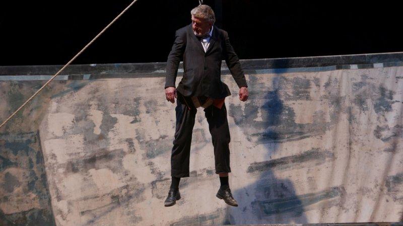 Pierre Meunier emprunte beaucoup à l'art du cirque, d'où il vient.