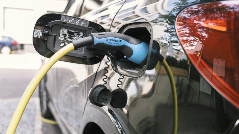 Mobilité: un Suisse sur deux compte acheter une voiture électrique