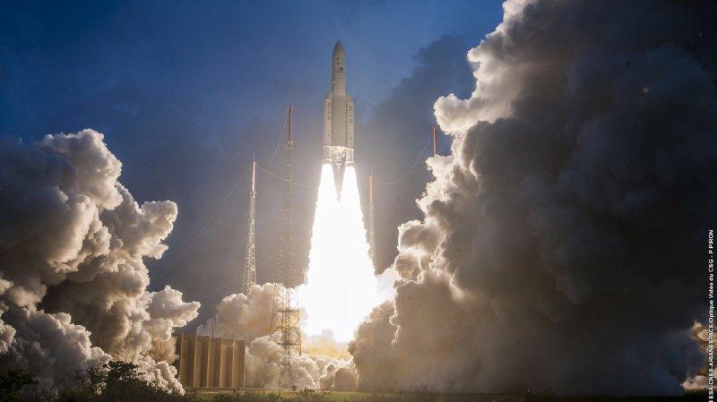 La fusée Ariane a rempli sa mission en plaçant 2 satellites de télécommunications sur orbite. (Keystone archives)