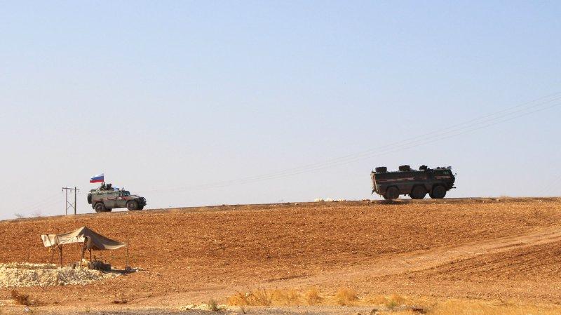 """La milice kurde (YPG) avait à vaincre militairement les jihadistes du groupe Etat islamique (EI) mais elle est considérée comme """"terroriste"""" par Ankara."""