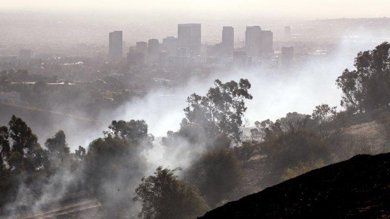 """Le """"Getty Fire"""" a dévoré plus de 200 hectares en quelques heures, poussé par de forts vents."""