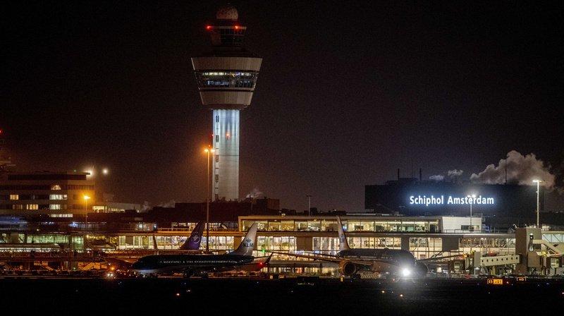 De nombreux vols au départ de l'aéroport de Schiphol ont été retardés suite à l'incident.
