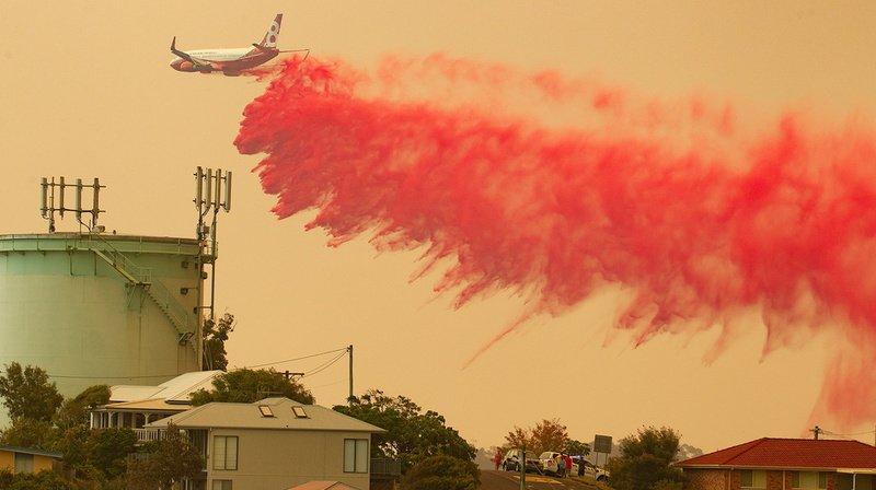 Des dizaines de feux de brousse font rage en Australie: les pompiers à la peine