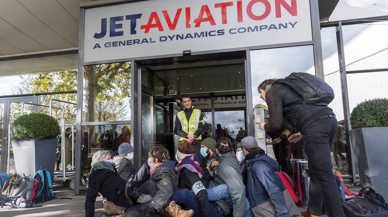 Aéroport de Genève: des activistes d'Extinction Rebellion ont bloqué le terminal des jets privés