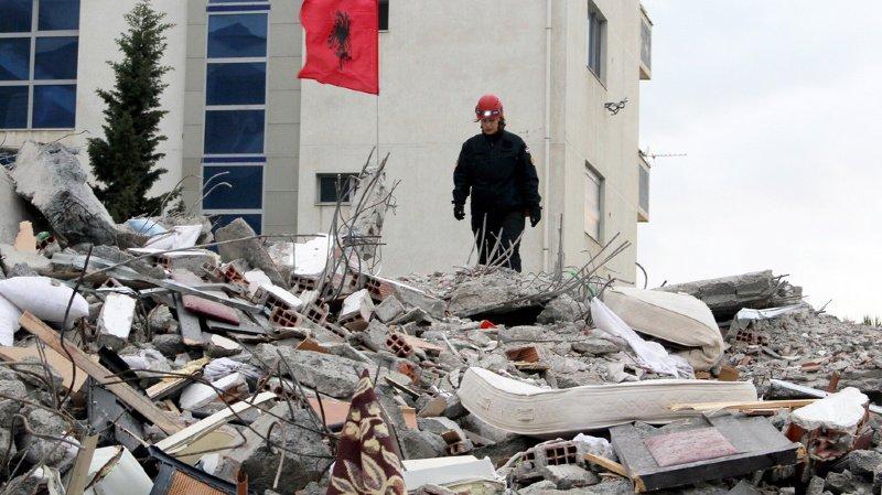 Les secouristes sont parvenus à extraire 45 personnes vivantes des décombres.