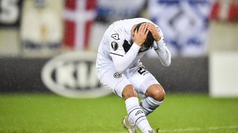 Olivier Custodio peut se prendre la tête dans les bras.  Jeudi soir, son équipe n'a pas été capable de trouver le chemin des filets.