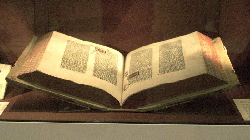 La Bible en question a été imprimée dans la célèbre presse de Gutenberg. (Illustration)