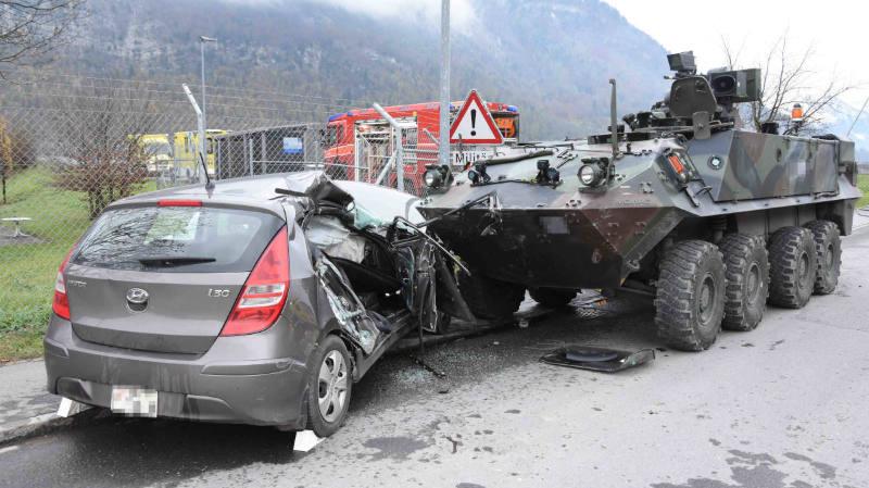 Armée suisse: un char Piranha percute une voiture et fait deux blessés