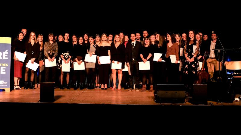 La cérémonie s'est déroulée mercredi soir à Saignelégier (ici les lauréats de la formation primaire).