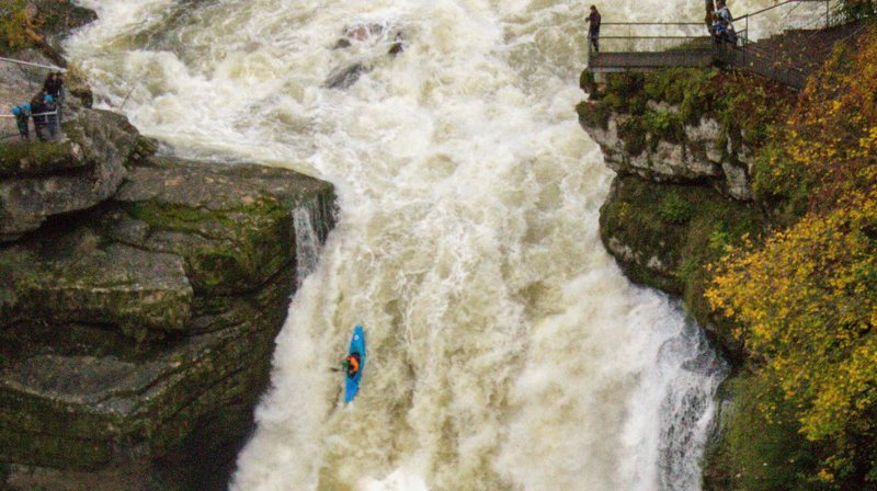 Ils ont avalé la chute du Saut-du-Doubs en kayak!