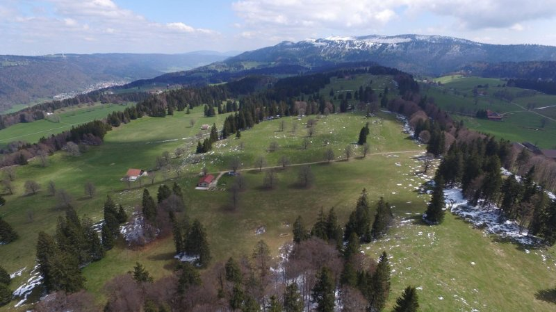 Le parc éolien des Quatre Bornes prévoit onze machines à cheval sur les communes de Val-de-Ruz et Sonvilier.