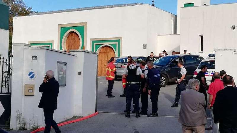 La mosquée de Bayonne a été la cible de l'attaque d'un homme âgé, qui s'en est ensuite pris à deux hommes en leur tirant dessus avec une arme à feu.