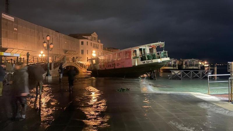 Italie: Venise touchée par une marée haute historique de près de 2 mètres