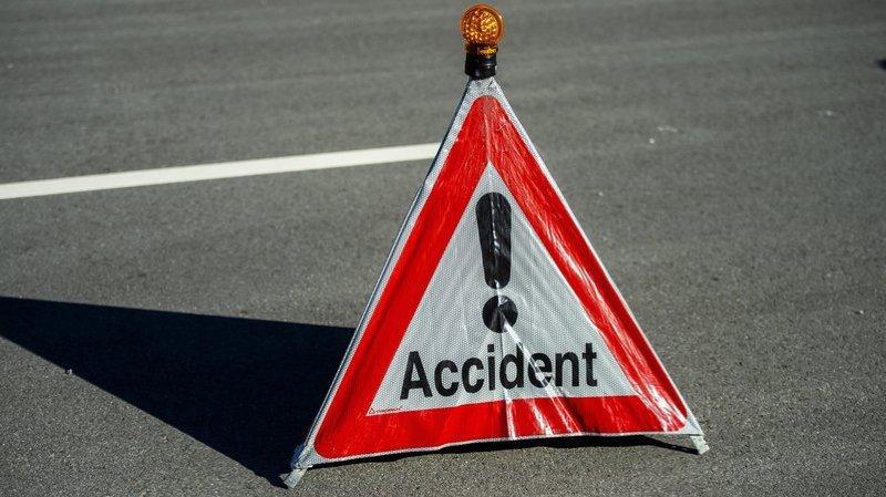 Jura: une voiture percute un mur sur l'autoroute