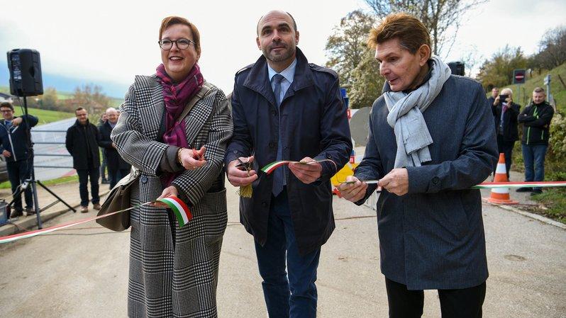 Anne Christine Pellissier (commune du Val-de-Ruz), Laurent Favre (Conseil d'Etat) et Jean-Claude Baudoin (Fédération neuchâteloise des entrepreneurs) ont coupé le ruban.
