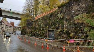 La Chaux-de-Fonds: un mur menace, la rue est barrée
