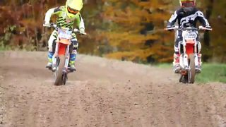 Motocross: les champions en herbe s'entraînent avec Mat Rebeaud