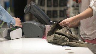 Initiative: les Suisses devraient-ils s'acquitter d'un micro-impôt sur les paiements sans espèces?