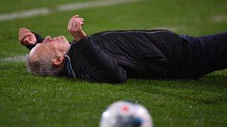 Football – Allemagne: le capitaine de l'Eintracht met l'entraîneur de l'équipe adverse au sol