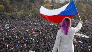 République tchèque: plus de 250'000 manifestants dans la rue contre le premier ministre Babis