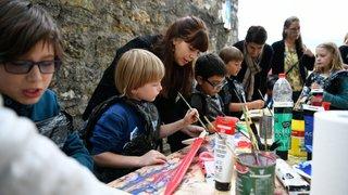 Une marée d'enfants participe à la 14e Fête de la courge, au château de Valangin
