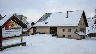 Dernier hiver sur les crêtes pour les tenanciers de la métairie des Gümmenen à cause des éoliennes