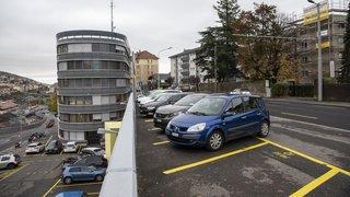 Neuchâtel: les places de parking de la rue des Poudrières au centre d'un conflit
